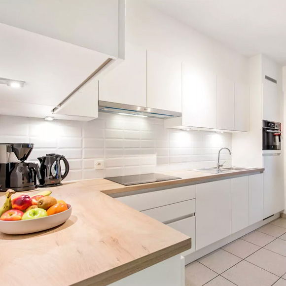 Kalbergstay - Oostrozebeke - kitchen - Easy work stay - furnished affordable short-term rental